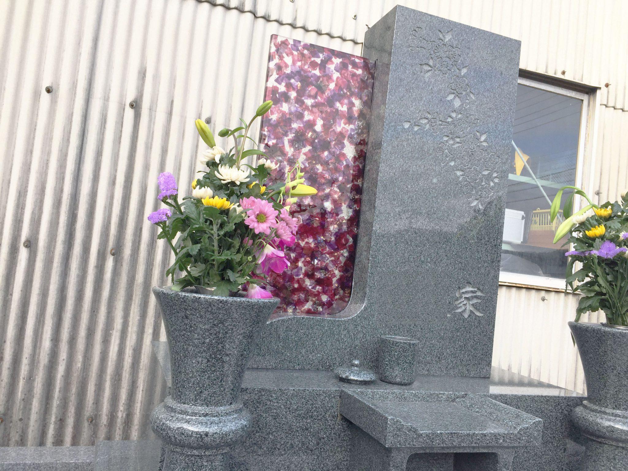 ガラスを使ったデザイン墓石