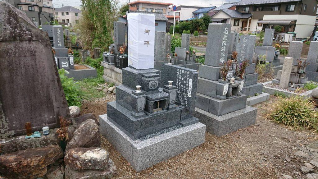 墓石と墓誌