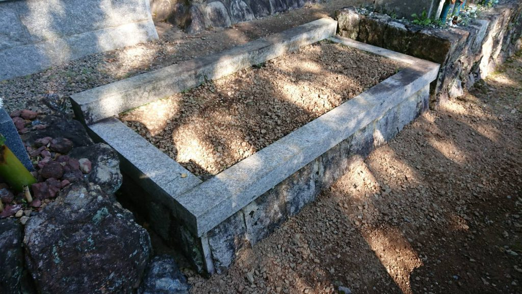 墓石の解体と撤去