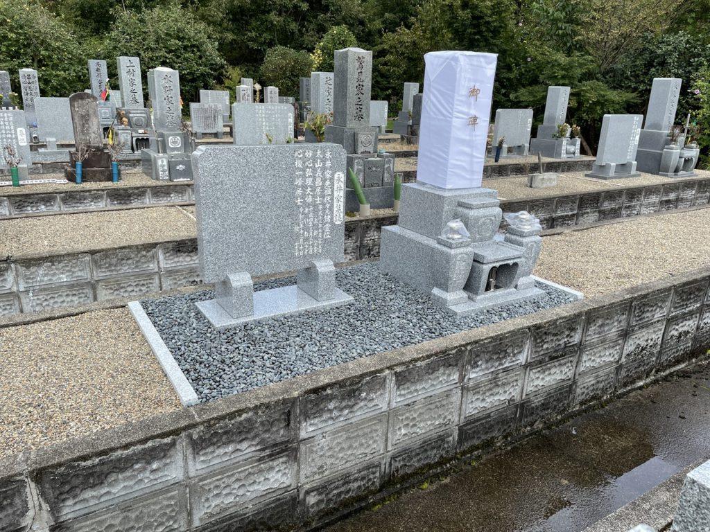 8寸2段墓石と墓誌